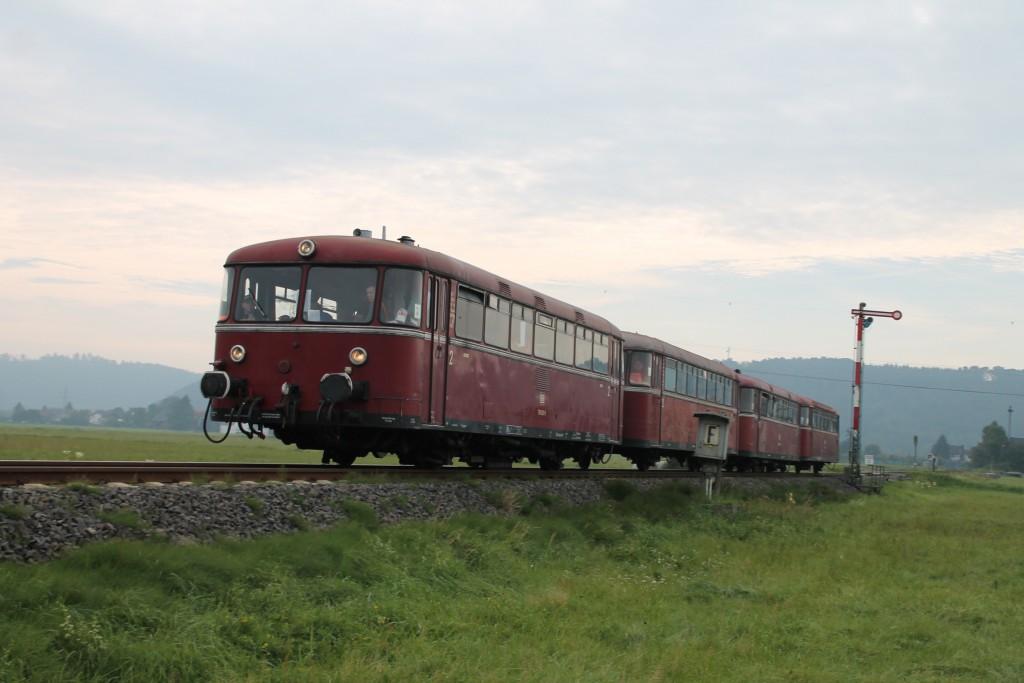 Schienenbusse am Einfahrsignal von Sarnau, 2015.