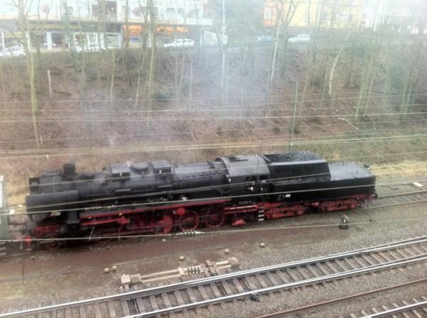in Bahnhofsnähe stand die Dampflock bereit