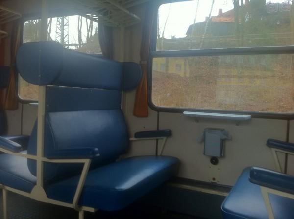 Die älteren Sitzbänke sind bequemer als die in heutigen Zügen