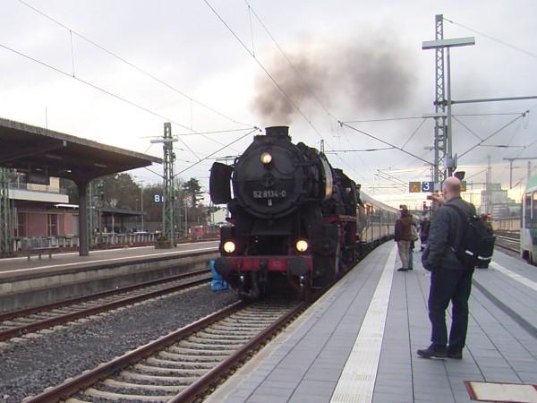 Die Dampflok 52 8134-0 im Limburger Bahnhof